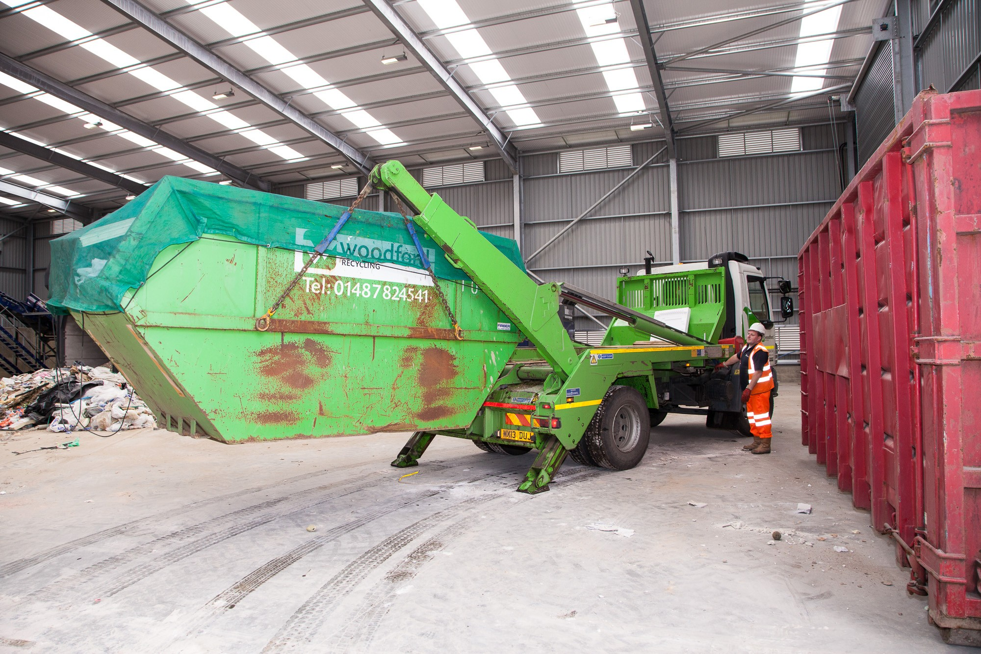 woodford-recycling-skip-hire-unloading-2